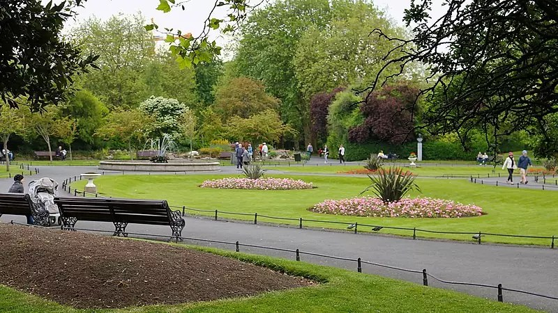 St. Stephen's Green, Dublin, Co. Dublin, Ireland - photo by Robert Linsdell from St. Andrews, Canada under CC-BY-2.0