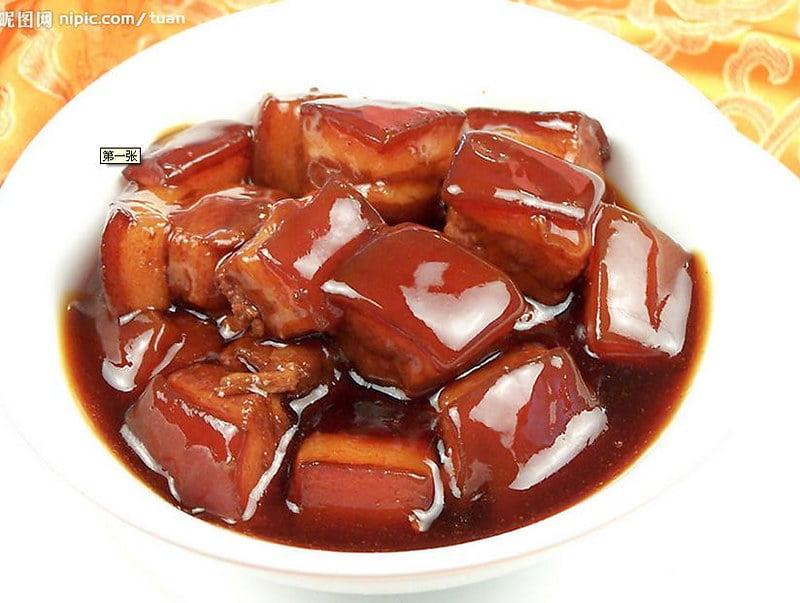Hóng Shāo Ròu (Shanghai-style Braised Pork Belly) - photo by incity007 under CC BY-SA 2.0