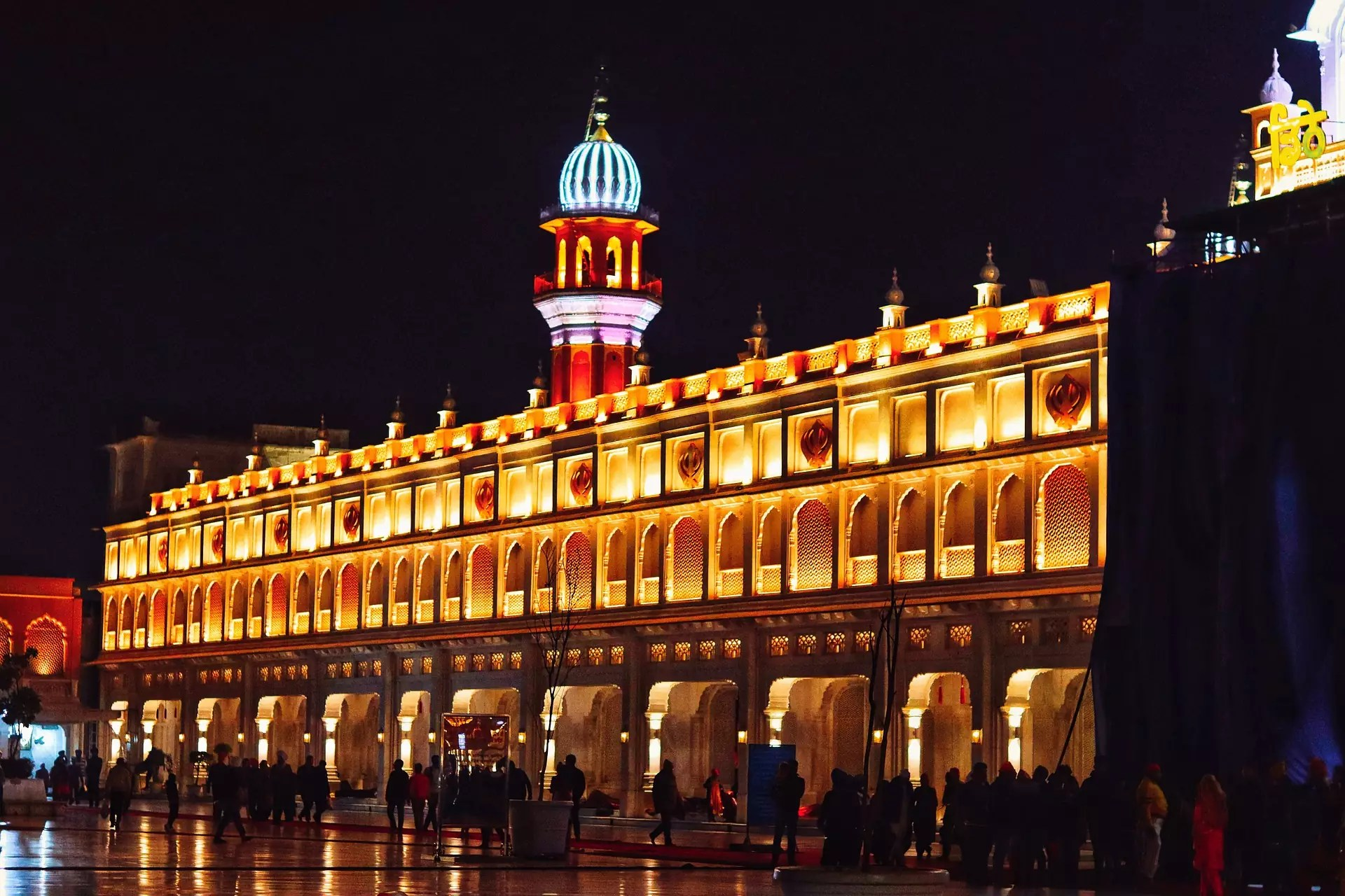 Anthony Bourdain Punjab - Sikh temple in Amritsar, Punjab, India - photo by D George under Pixabay License