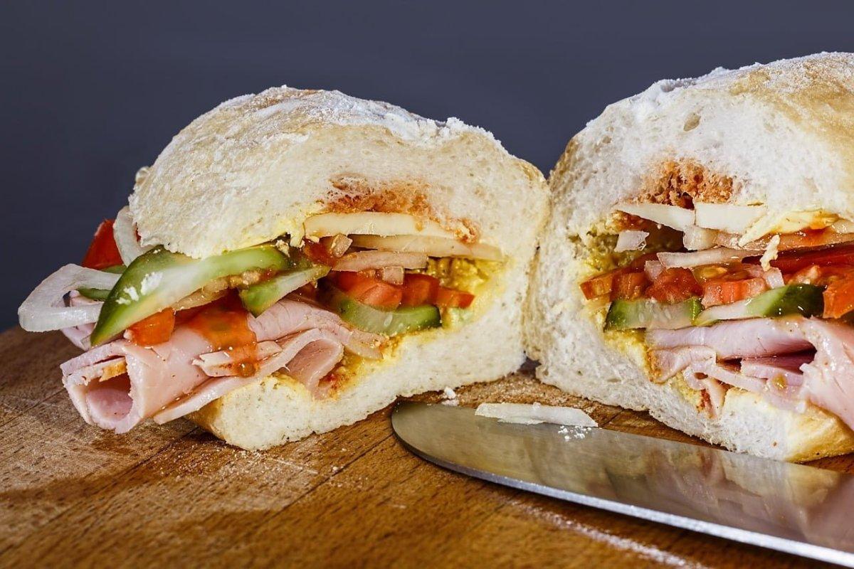 No Reservations Paris - Sandwich au Jambon - photo by Steve Buissinne under Pixabay License