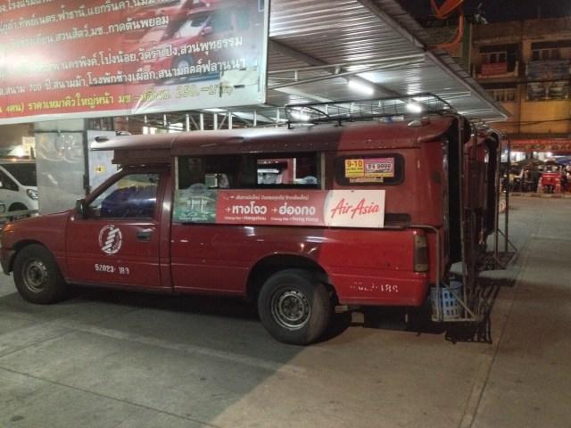 Ônibus em Chiang Mai - negociei com o motorista antes de subir e pague quando descer.