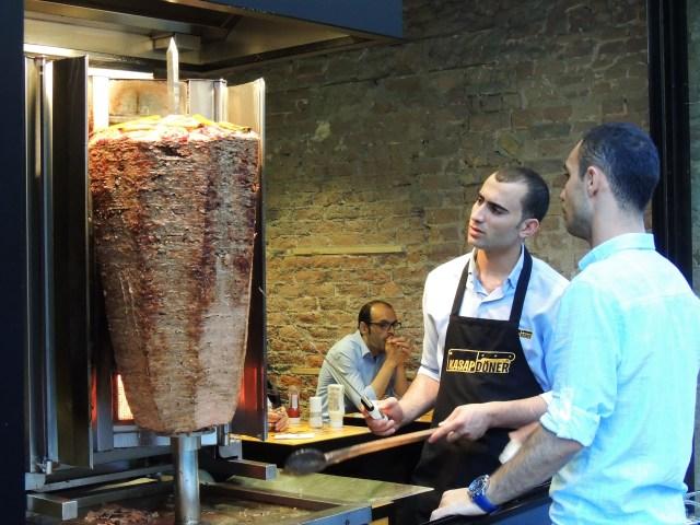 As carnes dos kebabs são um show à parte