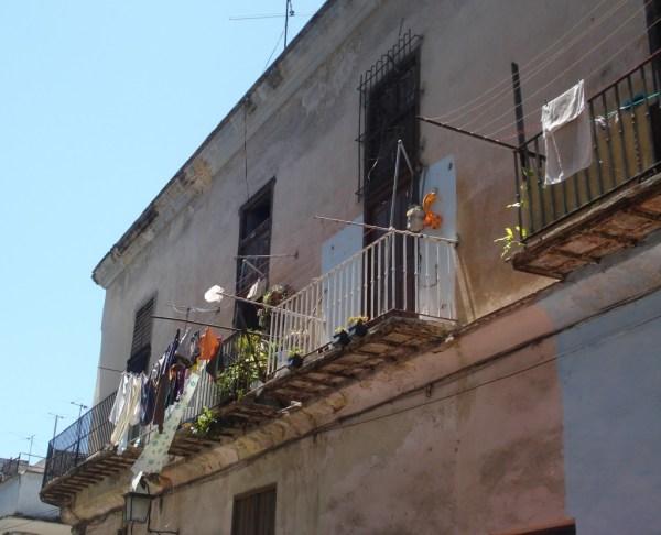 Varal e fachada