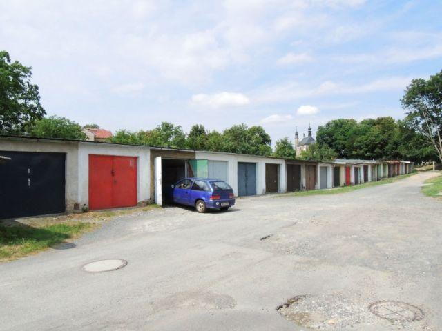 Típicas garagens soviéticas