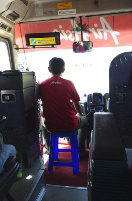 ajudante do motorista de ônibus myanmar