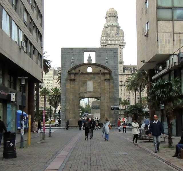 porta da ciudadela montevidéu