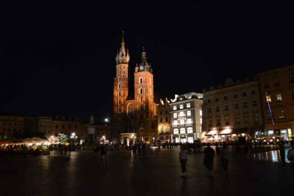 Basílica da Virgem Maria à noite
