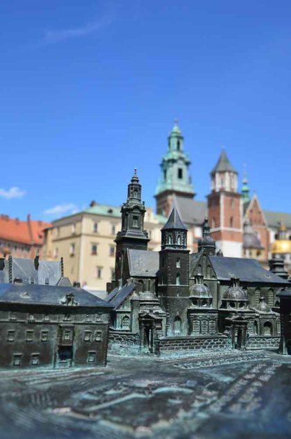 Miniatura do Castelo com tradução em braile
