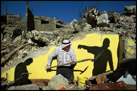 james-nachtwey-west-bank-2002-digging-out-the-ruins-of-a-shop-in-jenin-refugee-camp