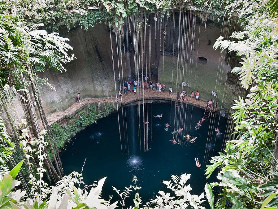 Ik Kil Cenote by Luis Miguel Bugallo Sánchez (CC)
