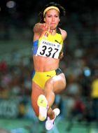 Η Βούλα Τσιαμήτα σε μια προσπάθειά της στον τελικό του τριπλούν, στο διεθνές τουρνουά στίβου Τσικλητήρεια 1999