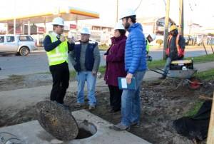 El seremi del MOP, Jorge Alvial inspeccionó el fin de las obras de colectores en el Centro Teletón.