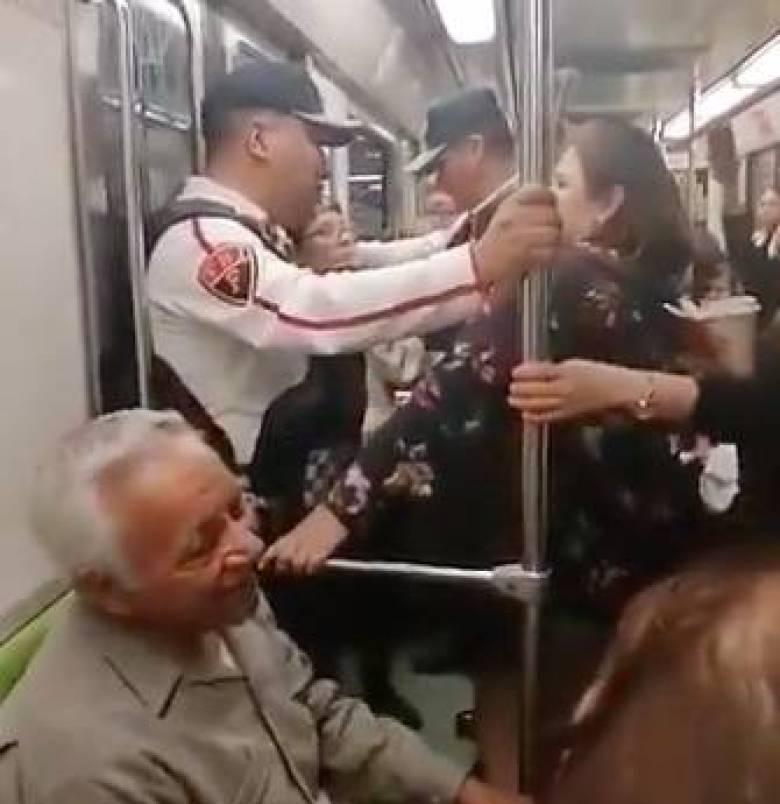 Resultado de imagen para Exige a abuelito que se baje del Metro por ir en vagón exclusivo (Video)
