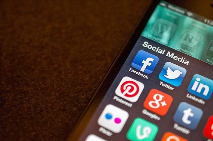 faire un cv en ligne - reseaux sociaux logos