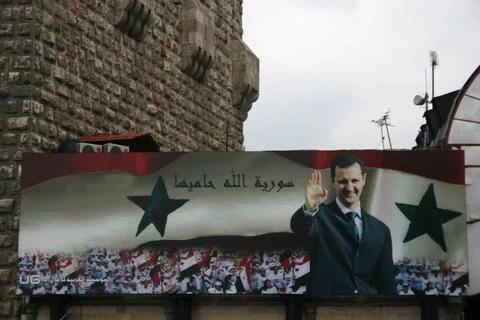 Affiche avec le portrait du président Assad, avec l'inscription Que dieu protège la Syrie (CC, Bertil Videt)