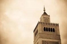 Minaret d'une mosquée en Tunisie (Crédits Kouks licence Creative Commons)