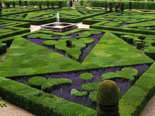 Jardin à la Française au Château de Villandry (Crédits Jean Aernoudts licence GNU GFDL)