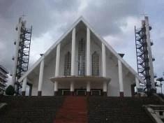 Cathédrale Notre Dame des Victoires de Yaoundé (crédits ArmeloAmbara licence Creative Commons)
