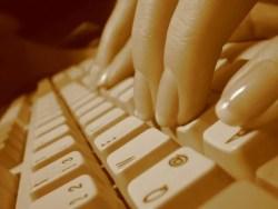 Clavier ordinateur Internet (Crédits lapideo, licence Creative Commons)
