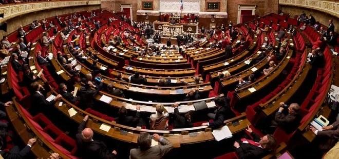 Hémicycle de l'Assemblée Nationale (Crédits Richard Ying et Tangui Morlier licence Creative Commons)