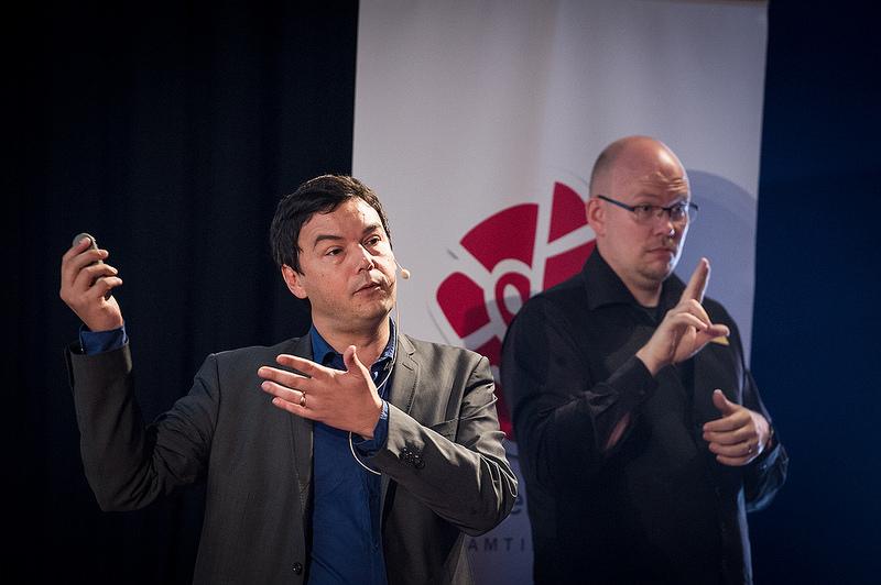 Thomas Piketty lors d'une meeting du Parti Social Démocrate danois (crédits Anders Löwdin licence Creative Commons)