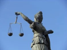 Justice credits Michael Coghlan (licence creative commons)
