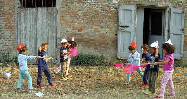 enfants se bagarrant credits gian merz (licence creative commons)