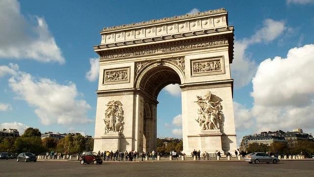 Arc de triomphe Credit oatsy40 (Creative commons)