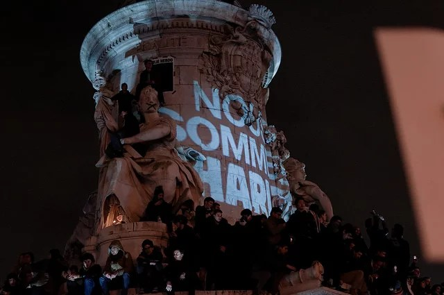 Charlie Hebdo Place de la République le 7 janvier 2015 (Crédits : Guillaume Vigier, licence Creative Commons)
