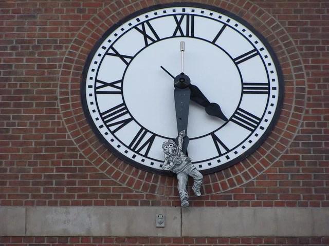 horloge credits Jeremy Thompson (licence creative commons)