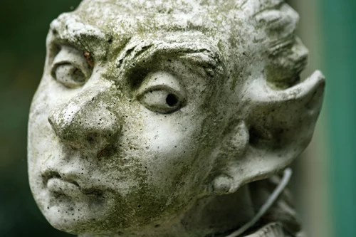 Gargoyle statue face credits digital wallpapers  (CC BY-NC-ND 2.0)