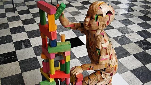 Wooden sculputre of genetics science credits Epsos. de (CC BY 2.0)