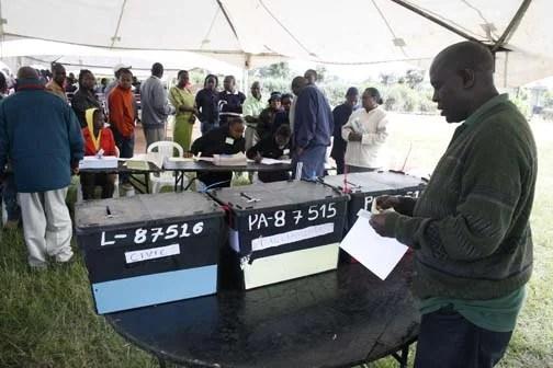 Kenyans vote - Demosh  (CC BY 2.0)