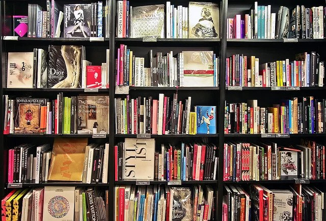 waterstones in London credits Paolo Margari licence  (CC BY-NC-ND 2.0)), via Flickr.