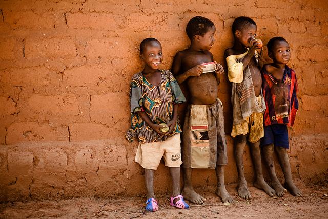 Enfants, Burkina Faso, Afrique - Eric Montfort (CC BY-NC-ND 2.0)