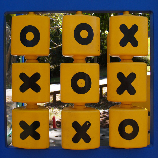 Noughts and crosses by Cryon(CC BY 2.0)