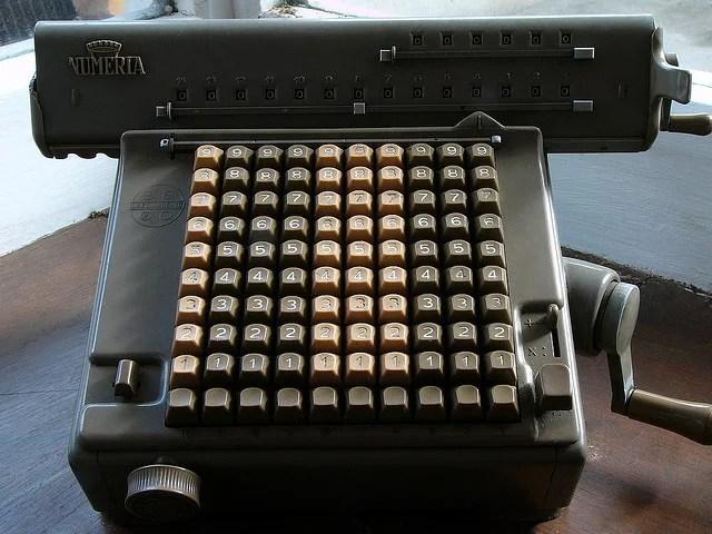 Frédéric BISSON Machine à calculer Numeria(CC BY 2.0)