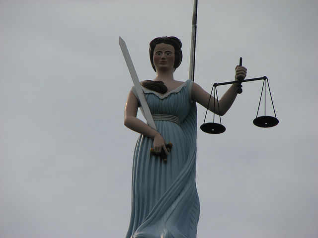 bill paulin-Balancing the scales of justice(CC BY-NC-ND 2.0)