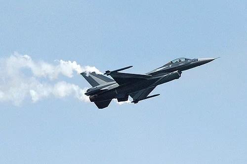 Avion militaire F16