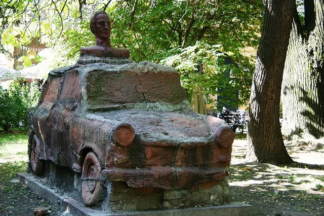 Trabant Monument (CC BY-NC-ND 2.0)