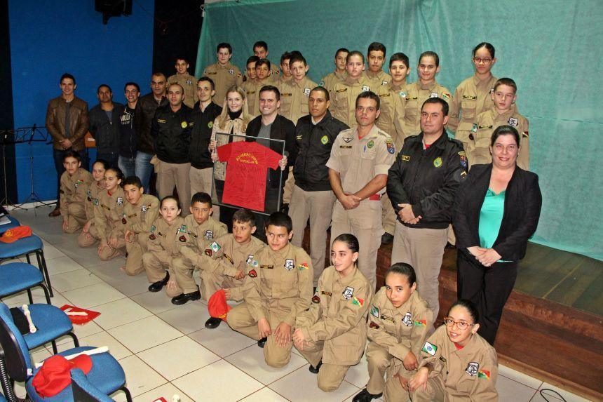Capitão Rafael Galante agradece a Gertrudes Bernardy, Flávia Kuss, Hugo Neto e ao Bombeiro Mirim Integrado pelo empenho e carinho