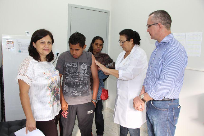 Nilza Fernandes e Claudeney Martins acompanham início da vacinação