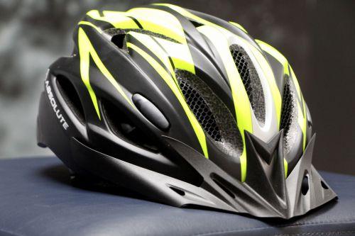 Capacete é um dos itens de segurança do ciclista