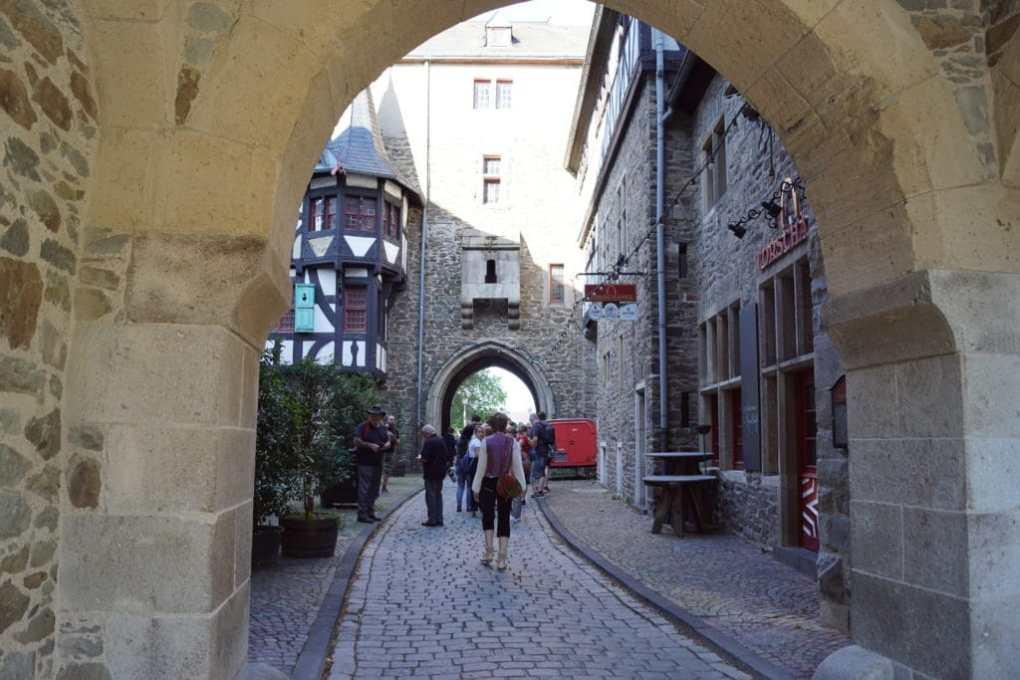 Schloss Burg Eingang