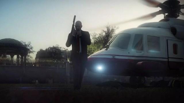 A clássica pistola com silenciador do agente 47 em Hitman