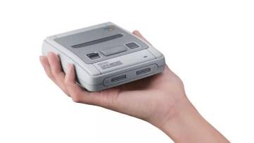 Super Nintendo Classic Edition na palma da mão versão EUA