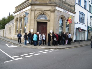Long queue at the cash point