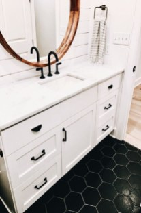 Modern Farmhouse Bathroom Remodel Ideas 23