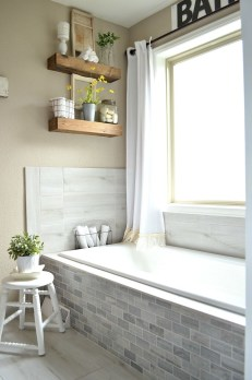 Gorgeous Rustic Farmhouse Bathroom Decor Ideas 20