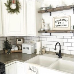 Cute Farmhouse Kitchen Backsplash Ideas 52